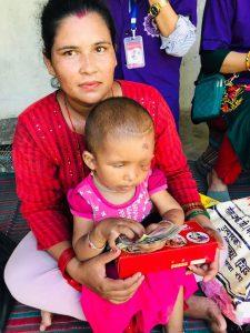 मेची महाकाली बुहारीद्वारा क्यान्सर पीडित ३५ महिनाकी बालिकाको उपचारमा आर्थिक सहयोग